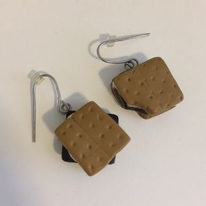 ❗️3/$15 MUST BUNDLE❗️Claire's S'mores Earrings